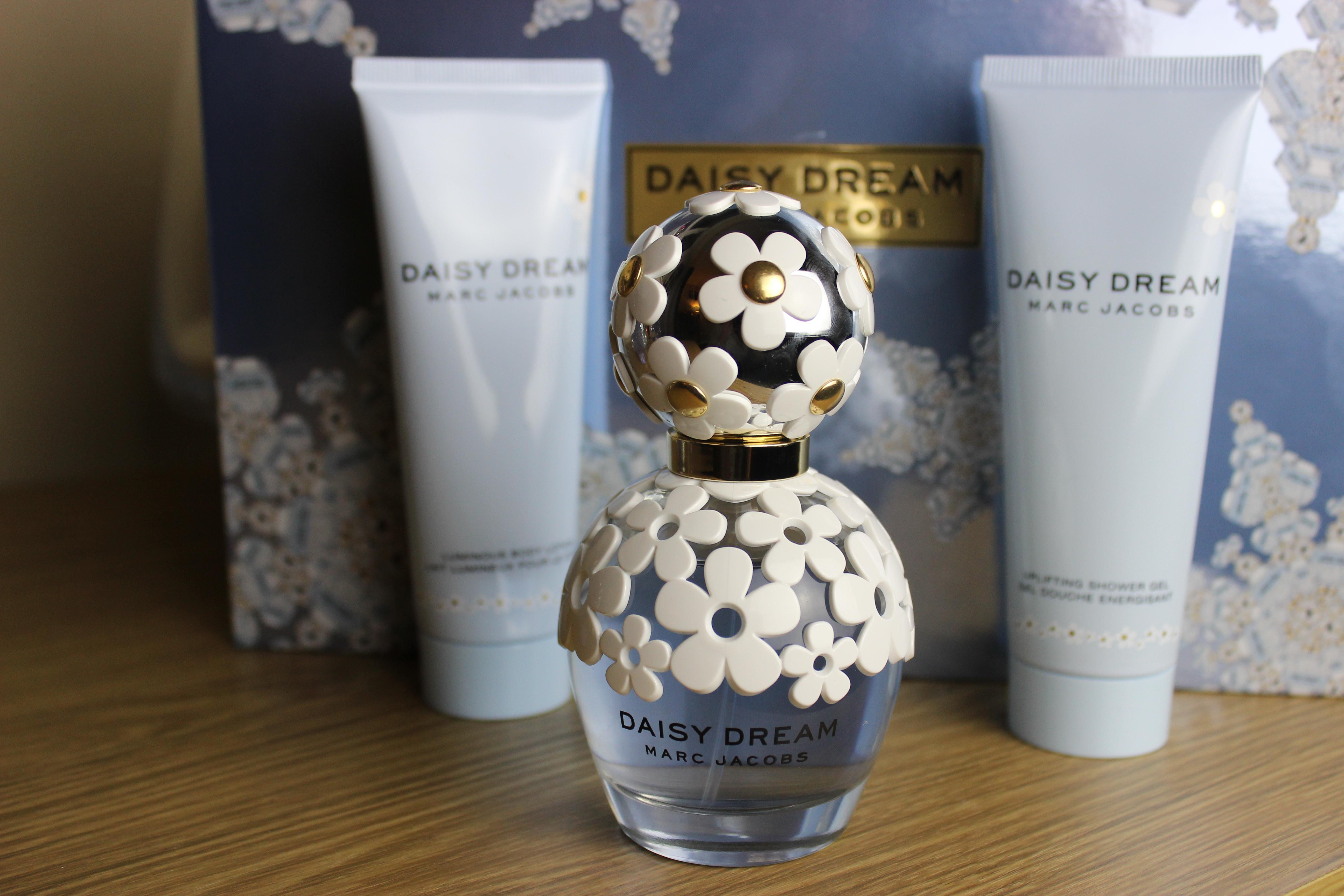 Blogmas Day 6: Marc Jacobs Daisy Dream - Anoushka Loves