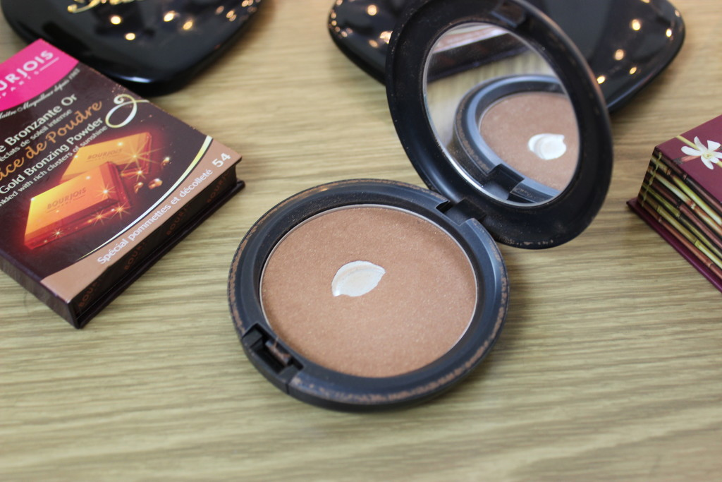 Five Of The Best Bronzers MAC Cosmetics Refined Golden Bronzing Powder