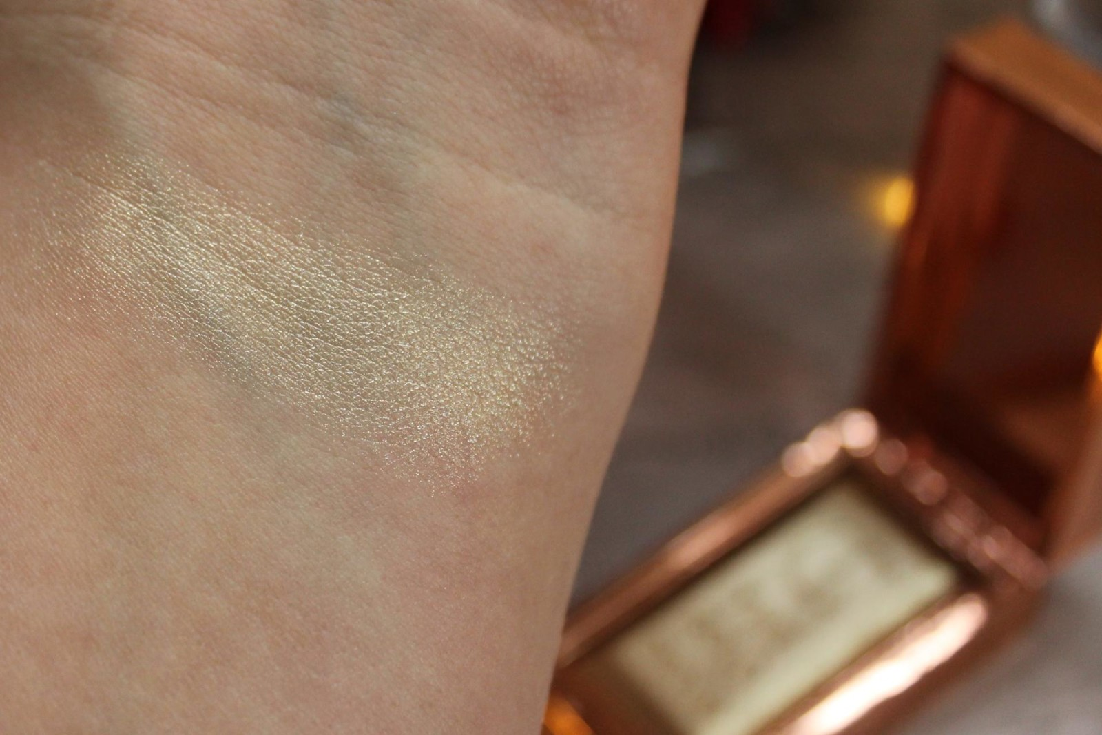 Charlotte Tilbury Treats and Trinkets bar of gold highlighter